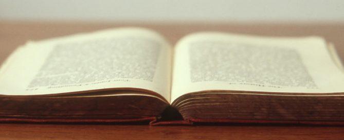 libro viejo abierto