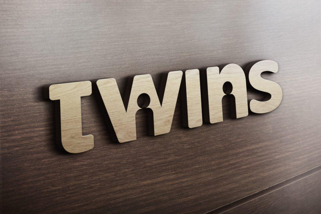 logotipo de twins en madera